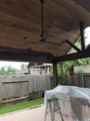 Staining Wood on Outdoor Kitchen in Houston, TX (1)