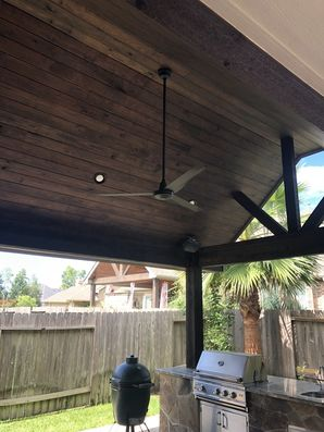 Staining Wood on Outdoor Kitchen in Houston, TX (6)